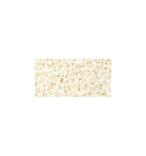 TT-01-122 OPAQUE-LUSTERED NAVAJO WHITE ТОХО Трэжэрс 12/0